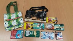 Produkte aus der Schülerfirma Textil: Taschen aus recyceltem Material
