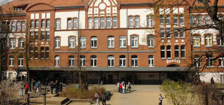 Schulhof der Paul-Löbe-Schule in Berlin-Reinickendorf