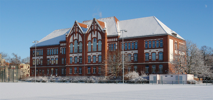 Paul-Löbe-Schule in Berlin-Reinickendorf im Winter 2009